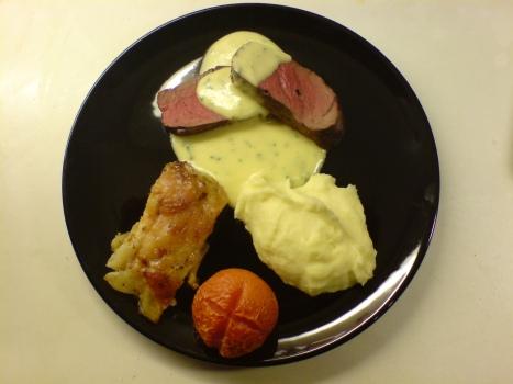 helstekt-algfile-med-tva-sorters-potatis-bearnaisesas-samt-ugnsbakad-tomat