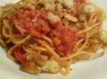 Spagetti med tomatsås & brödsmulor