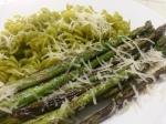 Ärtfusilli med grön sparris och parmesan