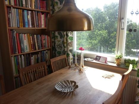 Matbord och stolar på plats 1