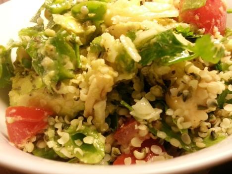 Grön sallad med lite tomat, champinjoner,...
